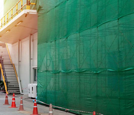 Jak zabezpieczyć budowę z pomocą siatki ochronnej na rusztowania?