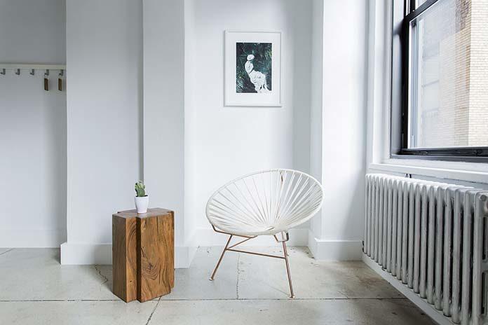 Nowe trendy dekoracyjne: lustra w bieli