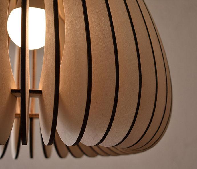 Źródła światła obudowane drewnem