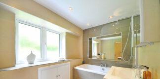 Dopasowane lustro łazienkowe