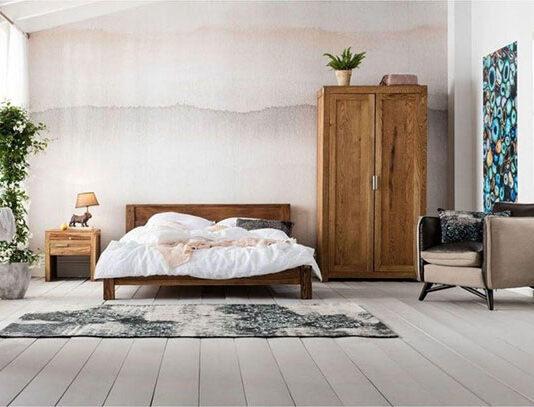 Drewniany stolik nocny do rustykalnej sypialni